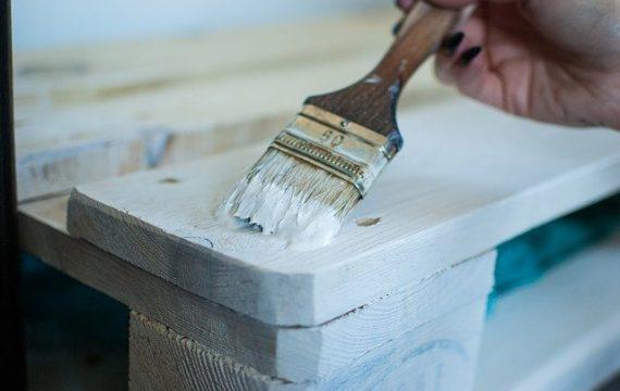 Comment repeindre un meuble en bois ?