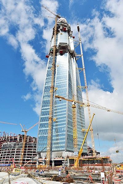 Les grues à tour Liebherr pour la construction du plus haut bâtiment d'Europe