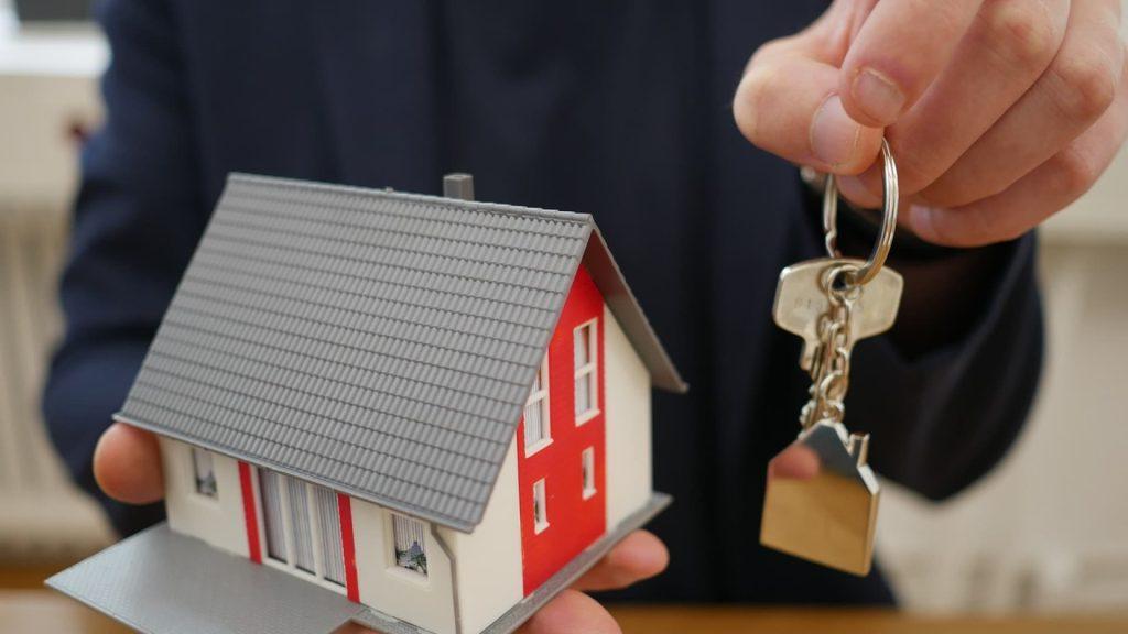 Quels sont les avantages d'une construction clé sur porte ?
