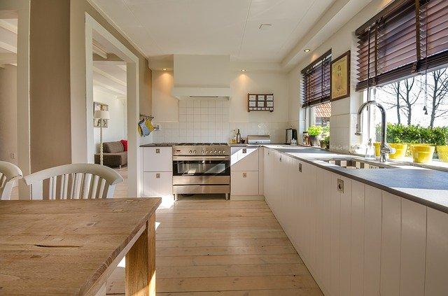 Comment repeindre une cuisine en bois ?